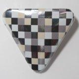 角丸三角形缶バッジ 格子素材(黒+白+ベージュ+銀、紙)